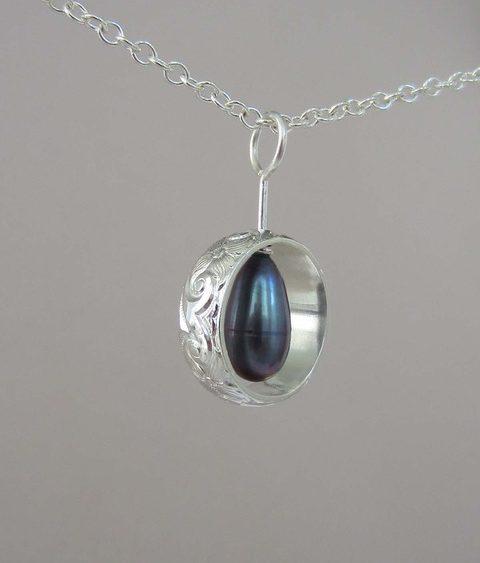 william-robinson-blue-pearl-textures-silver-pendant-art400-2021